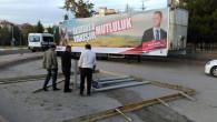 MHP Milletvekili Yaldır'ın afişine 'Çeşme Engeli'