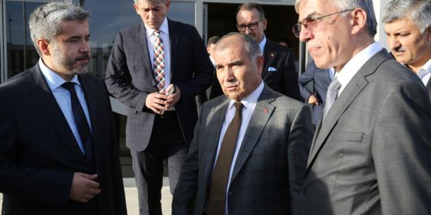 Bakan Alaboyun Rektör Şahin'i ziyaret etti