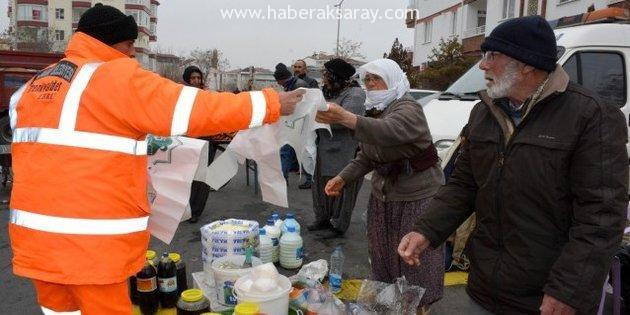Aksaray Belediyesi pazarcı esnafa çöp poşeti dağıttı