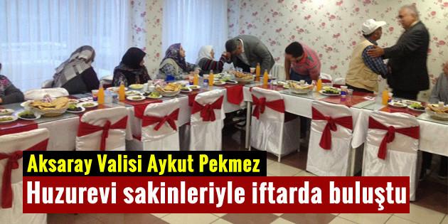 Vali Aykut Pekmez, huzurevi sakinleriyle iftarda buluştu