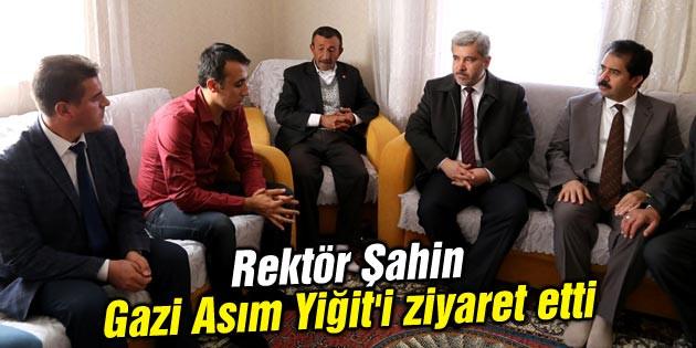 Rektör Şahin Gazi Asım Yiğit'i ziyaret etti