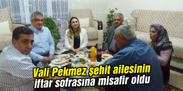 Vali Pekmez şehit ailesinin iftar sofrasına misafir oldu