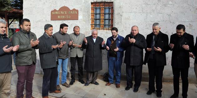Aksaray'a hizmet edenler Somuncu Baba Türbesi önünde anıldı