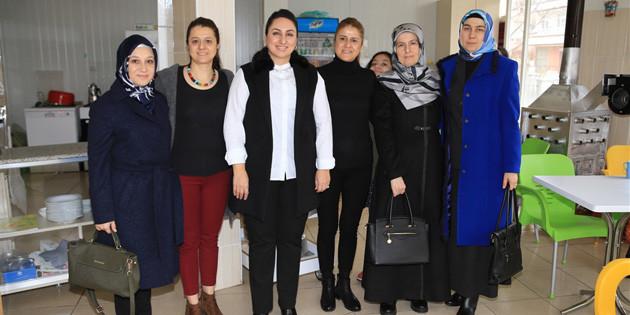 Vali eşi Yeşim Pekmez'den kadın esnaflara destek