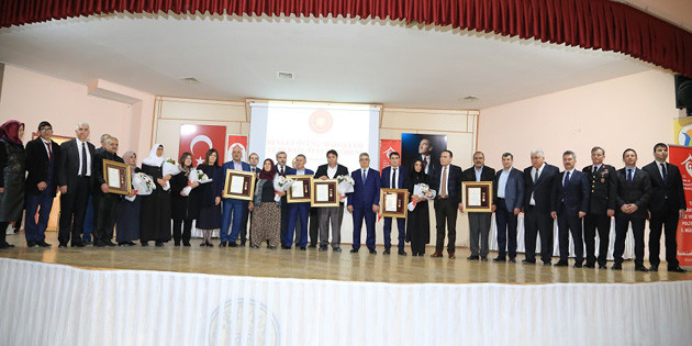 Şehit Aileleri ve 15 Temmuz Gazisine Devlet Övünç Madalyası verildi