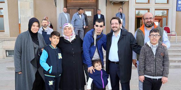 Özel çocuklar ve aileleri Umre'ye uğurlandı