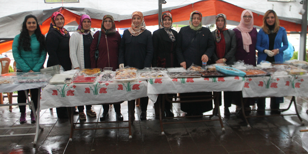 Ak Parti Kadın Kolları'ndan Mehmetçiğe destek kermesi