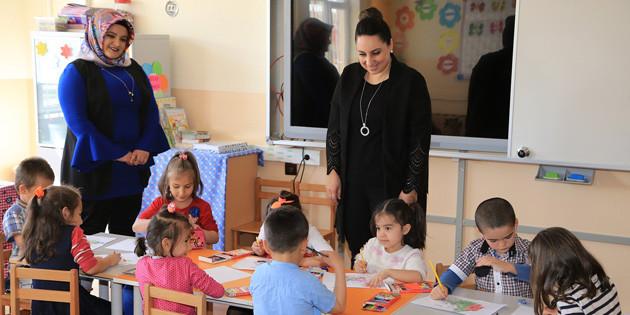 Yeşim Pekmez Hanımefendi Ortakuyu İlkokulunu ziyaret etti