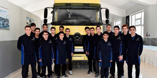 Mercedes-Benz Türk gençlerin yanında