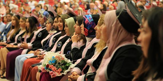 Törenler sona erdi, mezunlar yeni bir hayata başladı