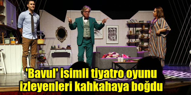 'Bavul' isimli tiyatro oyunu izleyenleri kahkahaya boğdu