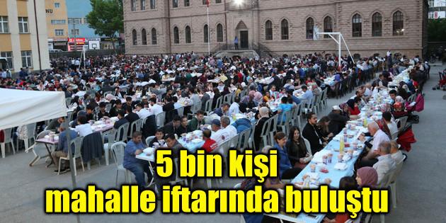 5 bin kişi mahalle iftar sofrasında buluştu