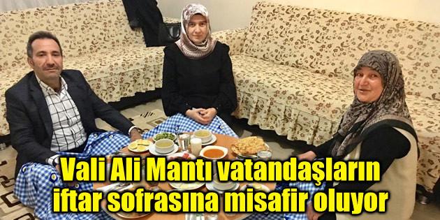 Vali Ali Mantı vatandaşların iftar sofrasına misafir oluyor
