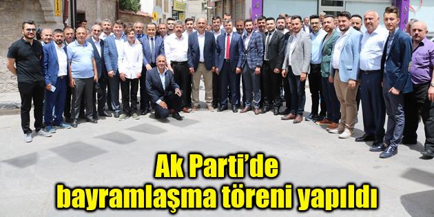 Ak Parti teşkilatı bayramlaşma töreninde buluştu