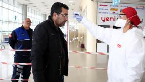 Otobüs terminalinde izinli yolcular sağlık kontrolünden geçiriliyor