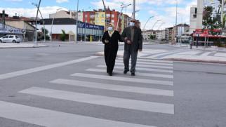 65 yaş üstü vatandaşlar bayramın keyfini sokaklarda çıkardı