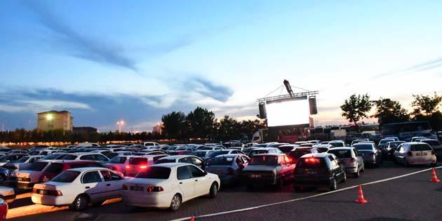 Arabalı Sinema Günleri yoğun katılım ile devam ediyor