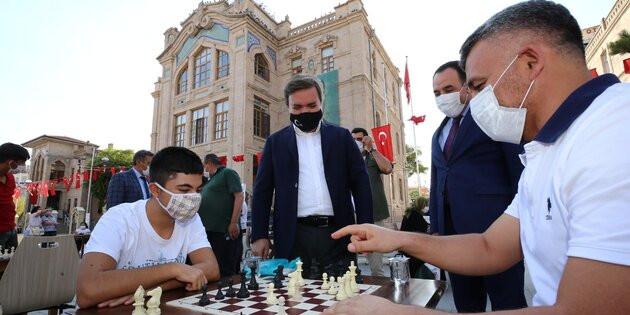 Aksaray'da 'Sokakta Satranç Var' etkinliği düzenlendi
