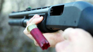Barışmak isteyen eski kocasını av tüfeğiyle vurdu!