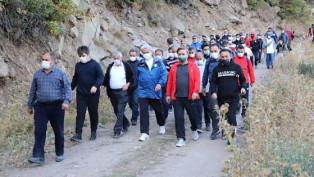 Sağlıklı yaşam için doğa yürüyüşü yapıldı