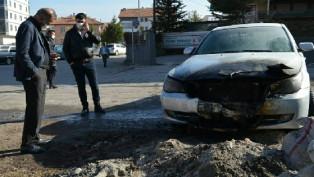 Park halindeki otomobil soba külünden yandı