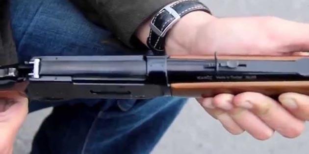 Aksaray'da tüfeğini temizlerken eşini vuran adam kaçtı!