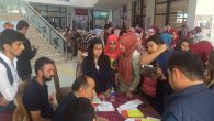 Milletvekili Adayı Aydoğdu, gençlere kitaplarını imzaladı