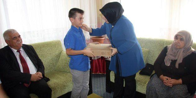 Şehit çocuklarına tablet ve dizüstü bilgisayar hediye edildi