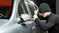 Oto hırsızları polisten kaçamadı