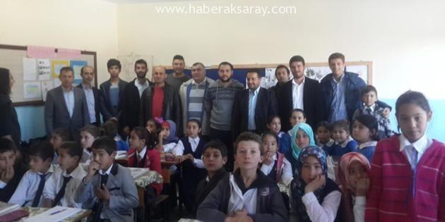 Genç Tarihçiler Topluluğundan, öğrencilere kırtasiye ve giysi desteği