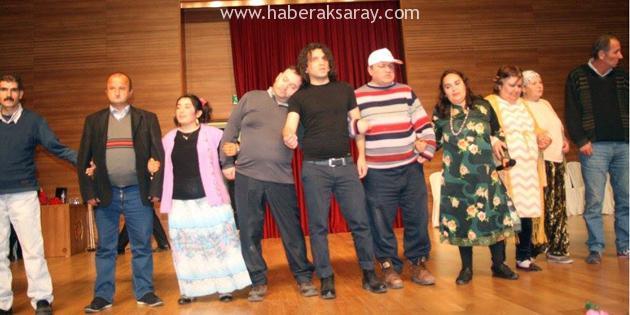 'Bende Varım' isimli tiyatro oyunu ayakta alkışlandı