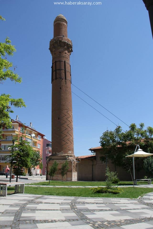 Eğri Minare (Kızıl Minare)