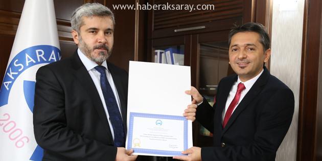 Rektör Şahin TÜBA ödülü alan akademisyeni tebrik etti