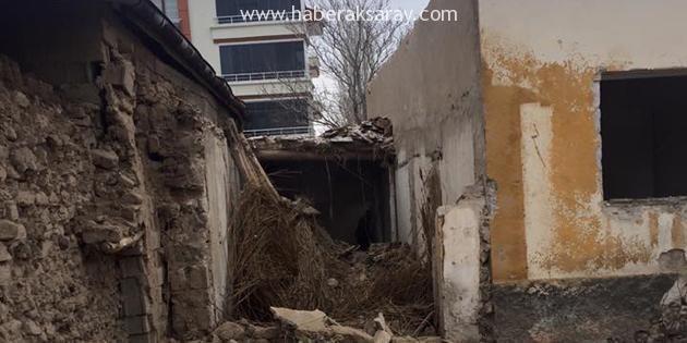Müstakil ev çöktü: 2 işçi göçük altında kaldı