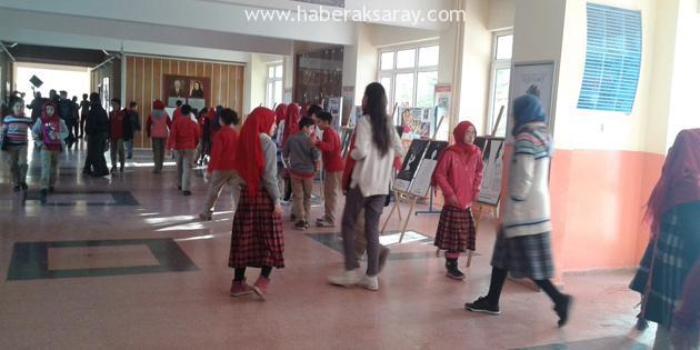 AKÇED okullarda 'Çizgilerle Hadis' sergisi yapıyor