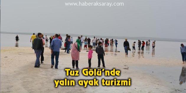 Tuz Gölü'nde yalın ayak turizmi