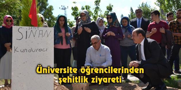 Üniversite öğrencilerinden şehitlik ziyareti