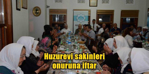Huzurevi sakinleri onuruna iftar