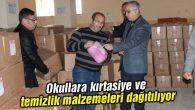 Okullara kırtasiye ve temizlik malzemeleri dağıtılıyor