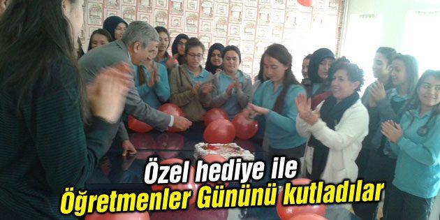 Özel hediye ile Öğretmenler Gününü kutladılar