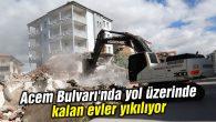 Acem Bulvarı'nda yol üzerinde kalan evler yıkılıyor
