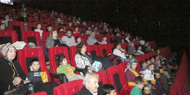 Aksaray Belediyesi 400 çocuğu sinemayla buluşturdu