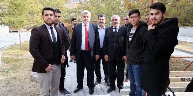 Rektör Şahin Eskil MYO öğrencileriyle buluştu