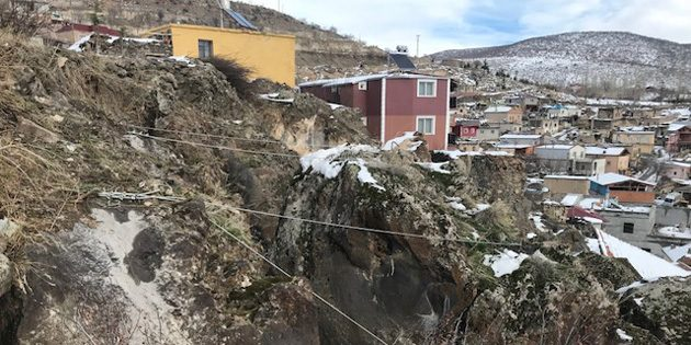 Ilısu Köyü'nde tehlike arz eden kaya riski AFAD ekiplerince ortadan kaldırıldı