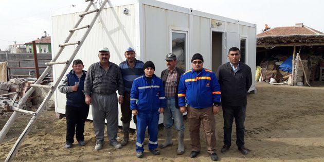 AFAD'dan evi yanan vatandaşa konteynır yardımı