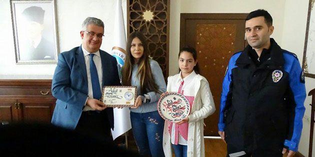 Kaligrafi Kursu'na katılan çocuklardan Vali Pekmez'e ziyaret