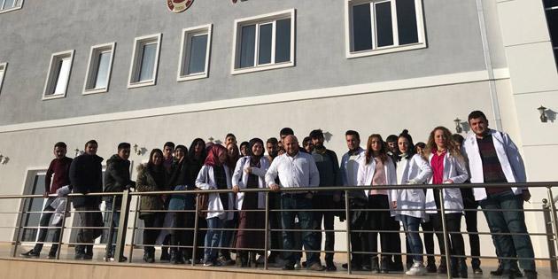 Eskil MYO öğrencileri ASÜ'de laboratuvarları inceledi