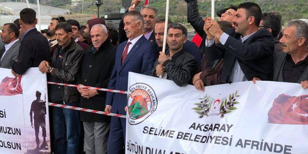 Selime Halkı Mehmetçik'e destek için sınırda