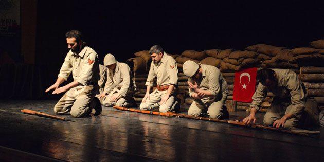 'Seddülbahir Yahya Çavuş' adlı tiyatro oyunu sahnelendi