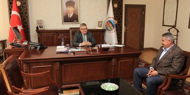 İl Genel Meclis Üyesi Fahrettin Akyamaç Vali Pekmez'i ziyaret etti